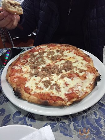Tuna pizza & beef doner kebab