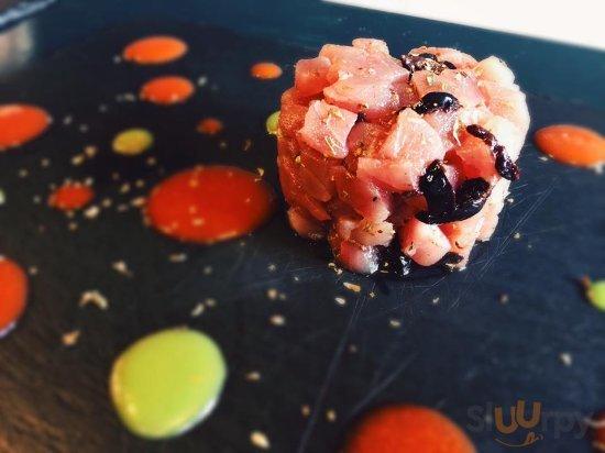 tartare di tonno, olive e gazpacho