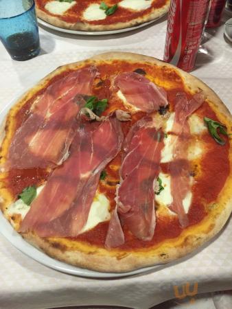 Favolosa pizza bufala con crudo!