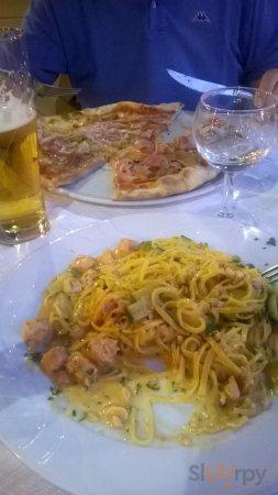 Tagliolini Salmone e zucchine e Pizza