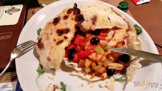 Tagliata di pollo con peperoni e olive