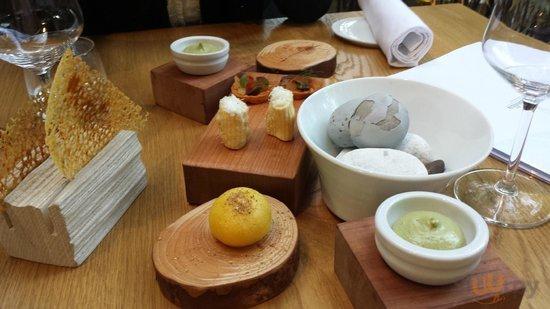 gli stuzzichini di avvio: nel vaso sassi (bianchi) e patate (grigie)