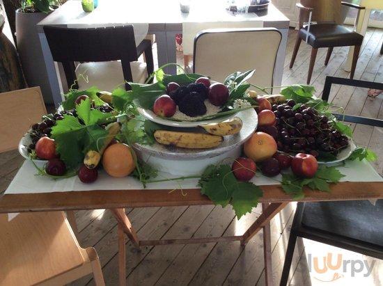 tartufo con frutta fresca