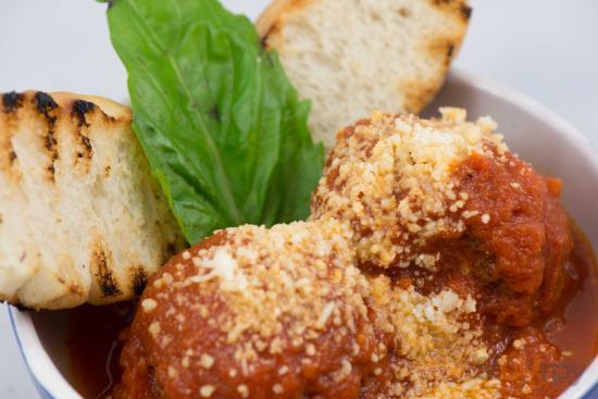 Rimorchio: polpette di vitello con pomodoro, parmigiano, basilico e crostone
