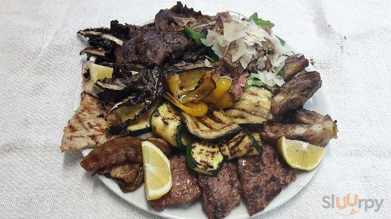 Grigliata mista di carne,con tagliata di manzo e grana e verdure grigliate!Vi aspettiamo