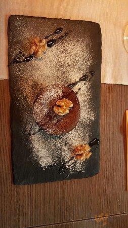 tortino al cioccolato dal cuore morbido, con noci e miele