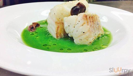Filetti di baccalà' su vellutata di scarola con olive taggiasche