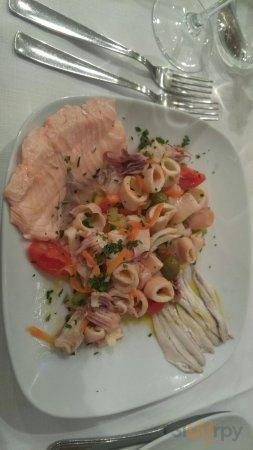 insalata di mare con salmone