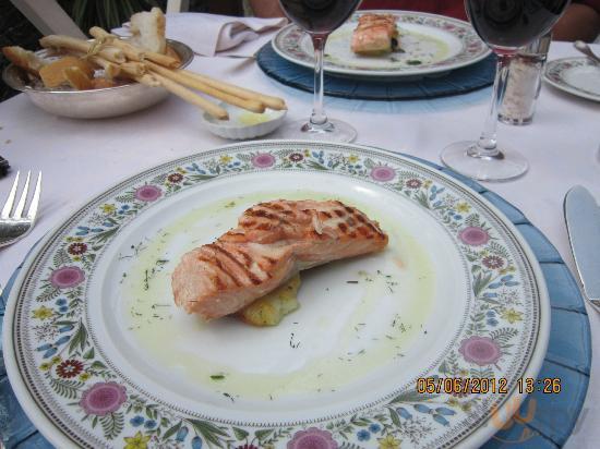 Le saumon, c'est le meilleur que j'ai jamais mangé...gouteux l'enfer !!!