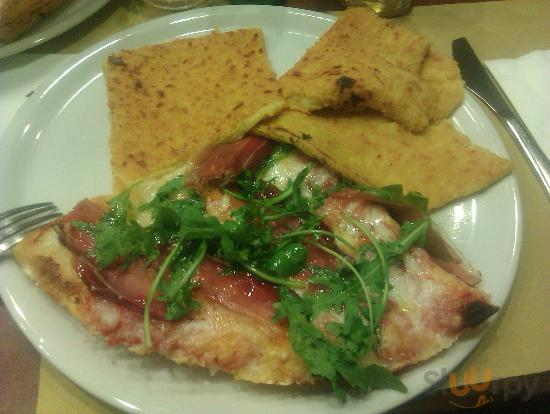 Pizza speak gorgonzola e rucola con farinata