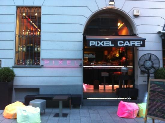 exterieur pixel cafe