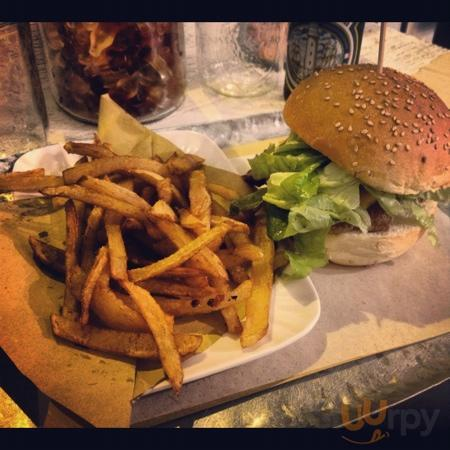 Bacon Cheese Burger & patatine fritte fresche fatte al momento!!
