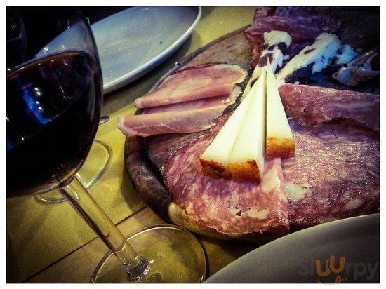 Tagliere salumi e formaggio + calice vino chianti