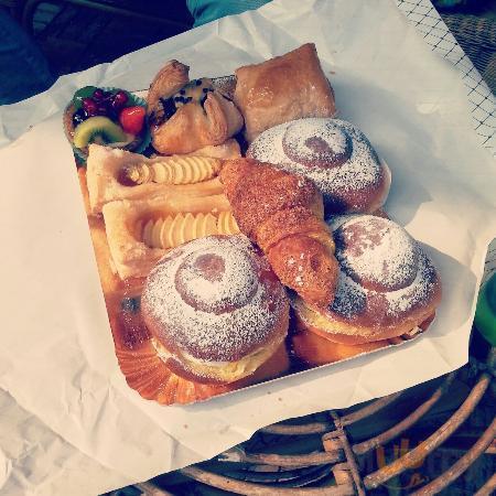 Briosche ricotta, crostata di frutta e briosche al miele... tutte ottime!!