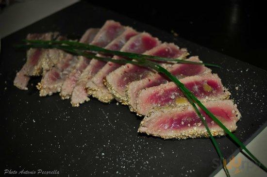tagliata di tonno rosso al sesamo.