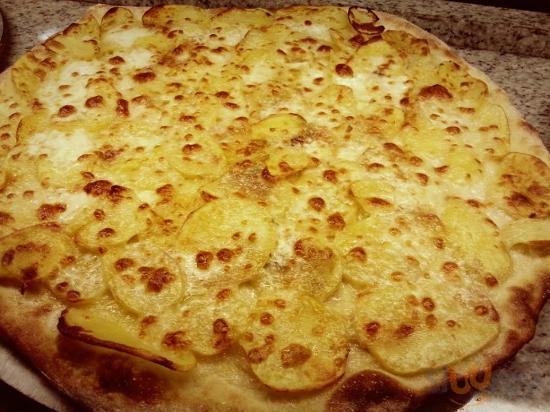 Pizza a taglio patate e mozzarella