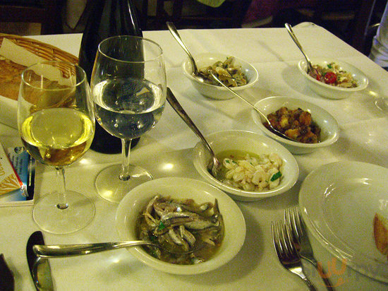 The antipasti consisting of different seafood dishes - and that's just the small portion!
