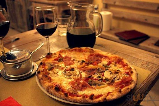 Pizzeria Tavola Calda La Tana Pizza Capricciosa