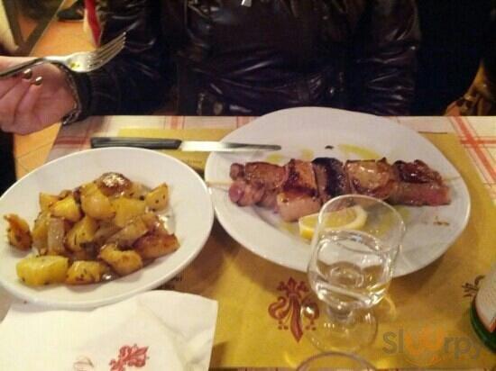 spiedone di carne e patate al forno