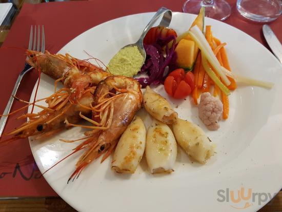 grigliata di pesce con frutta e giardiniera fatta in casa