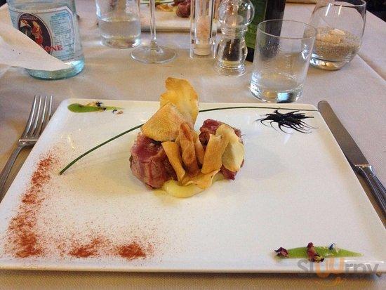 Ravioli al tartufo con ragù di polpo,  Linguine alle vongole veraci, tagliata di tonno