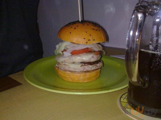 Superburger con pane rosso