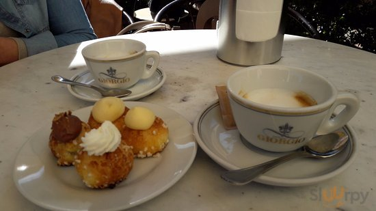 bignolina panna, chantilly e un caffè macchiato