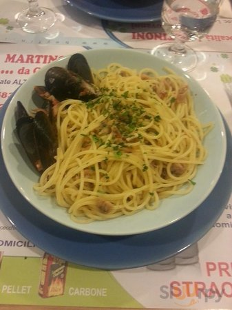 Spaghetti allo scoglio. A big and yummy dish for 6 euro!