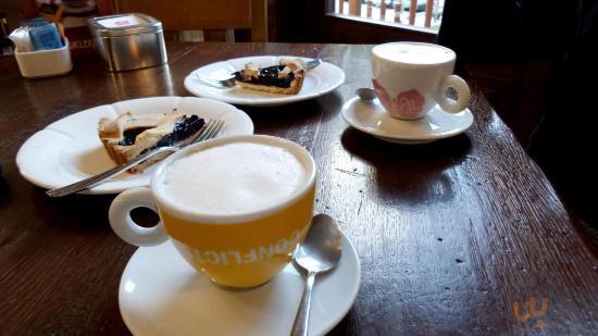 Cappuccini e crostate ai mirtilli
