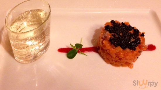 Salmon tartare with a palate-cleansing elderflower spritz