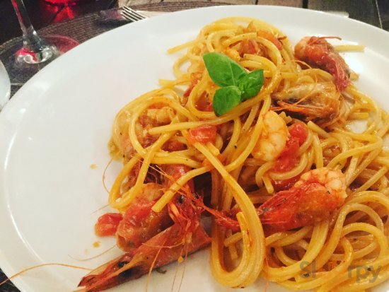 Pasta with fresh red shrimps