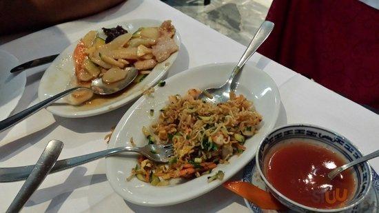 Gnocchi cinesi e noodles fritti