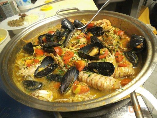 zuppa di pesce fresco del contadino marino(su prenotazione)