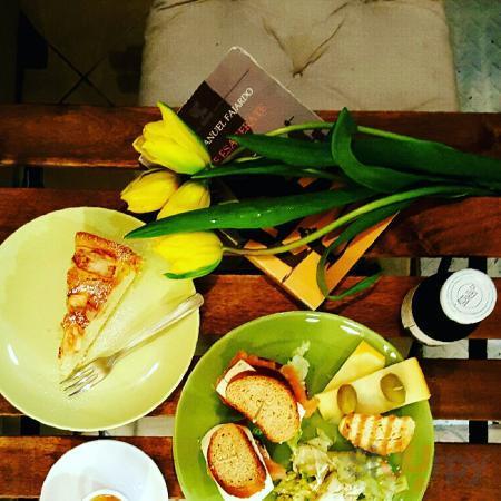 Bistrot vegetariano  e vegano, caffetteria con sala da te, tisane e cioccolate calde veg, torte