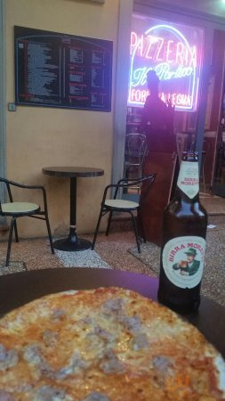 Pizza alla salsiccia e birra gelata!