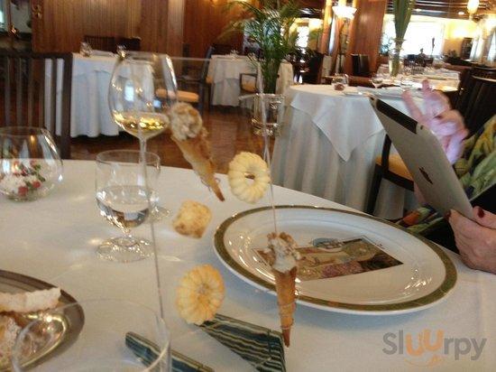 The restaurant is very elegant\r\n