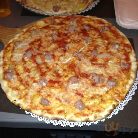 pizza Rudy con pomodoro. salsiccia e cipolla!!!