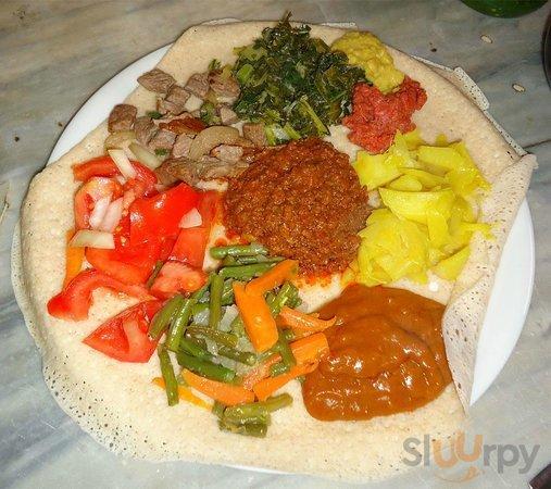 Sega Wot Ragu' di Manzo con tanti intingolo vegetariani attorno