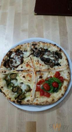 Pizza 4 gusti con ripieno centrale