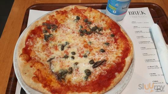 Pizza Napoli con pomodoro, mozzarella,  capperi e  acciughe!