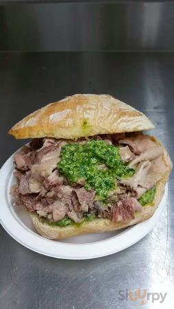 uno dei panini, con porchetta e salsa verde!