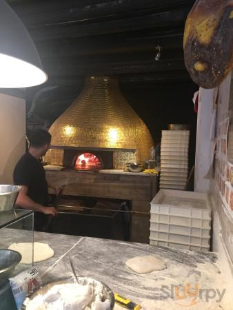 This is an excellent place to have pizza. We had a fabulous experience great food and good servi