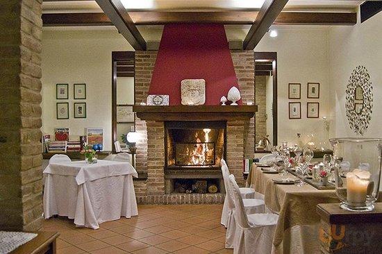 Un ambiente accogliente ed intimo dove gustare le proposte culinarie dello Chef Errico Recanati.