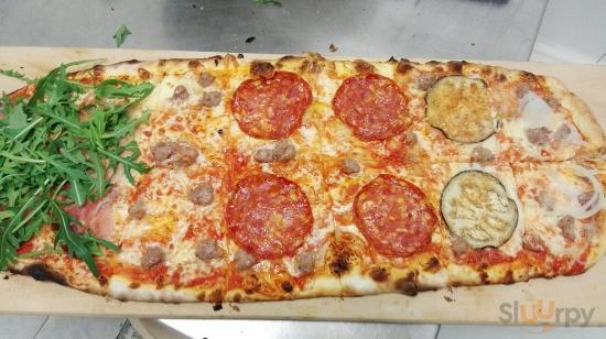 l'inedita pizza al metro