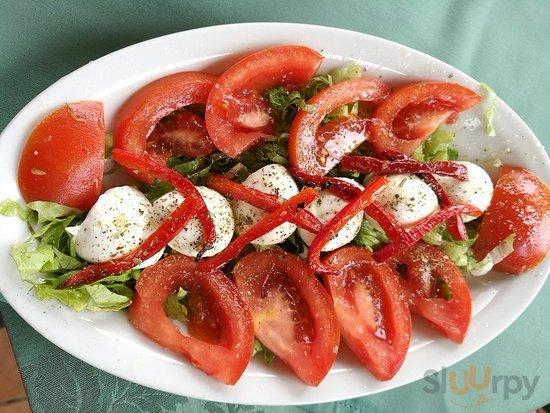 antipasto con mozzarelline di bufala e pomodori