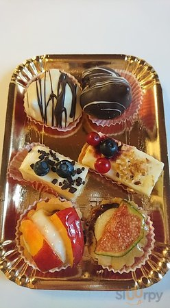 6 different cakes - all simply amazing!