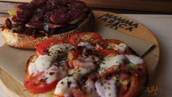 Focacce preparate con ingredienti siciliani come i salumi dei Nebrodi e i prodotti della tonnara