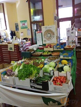 La frutta e verdura solo di selezionata origine biologica pura