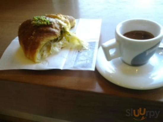 Brioche al pistacchio e caffè