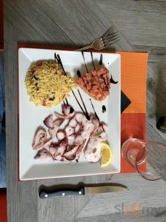 Ecco due piatti composti eccezionali! Rollata di salsiccia in Lambrusco e tartare di tonno con m